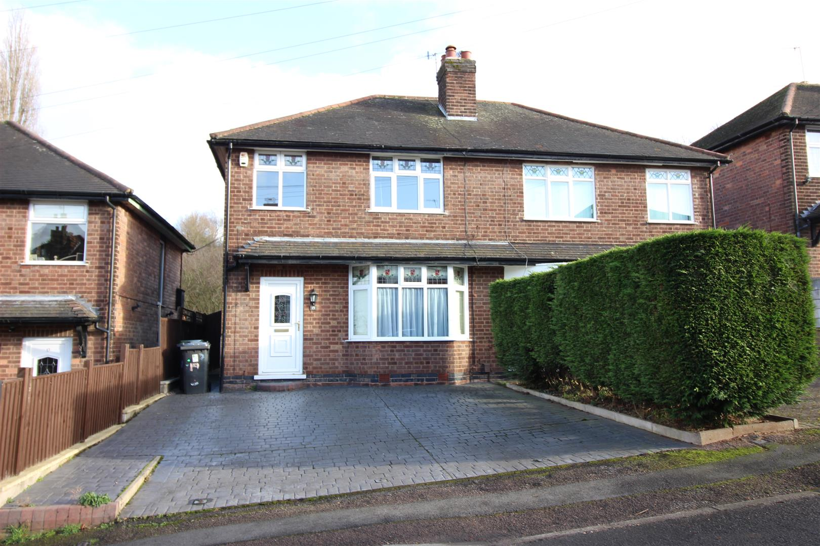 3 Bedrooms Semi Detached House for sale in Cemetery Road, Stapleford, Nottingham